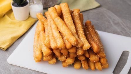 Breadsticks (grissini) recipe: great as a snack or for dipping!