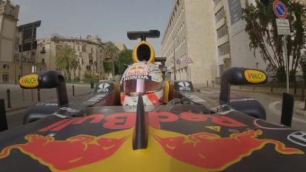 Una Red Bull da Formula 1 in giro per le strade di Palermo