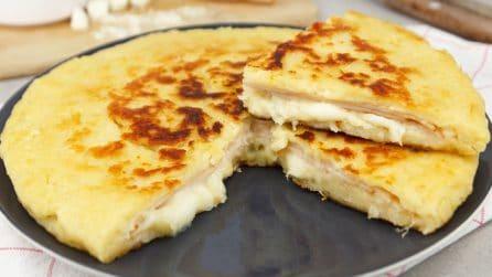Focaccia di patate ripiena: piena di gusto e pronta in padella!