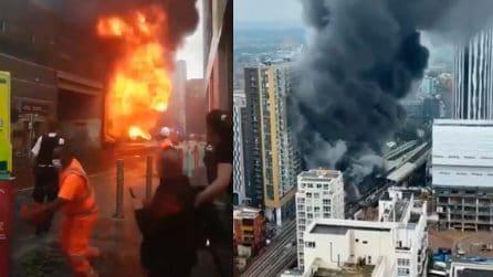 Londra, esplosione e grave incendio presso la stazione Elephant and Castle: fumo visibile in tutta la città