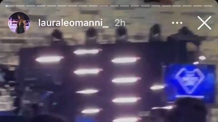 L'abbraccio tra Tommaso Zorzi e Tommaso Stanzani nel backstage di Battiti Live