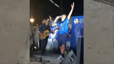 Immobile canta 'Meraviglioso': il duetto con Giuliano durante la festa della Nazionale