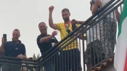 Donnarumma brinda con i suoi concittadini: il grande affetto di Castellammare per il suo campione