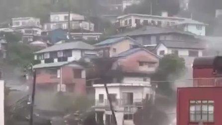Giappone, enorme frana travolge tutto nella città di Atami