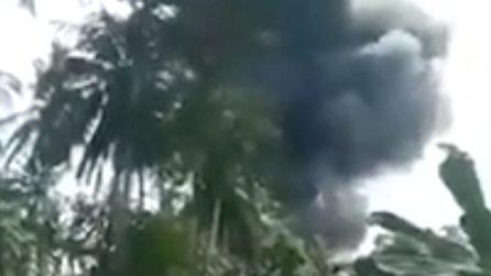 Aereo militare si schianta prima dell'atterraggio: tragedia nelle Filippine
