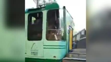 Funivia del Faito bloccata, i passeggeri scendono sani e salvi dalla cabina arrivata in stazione