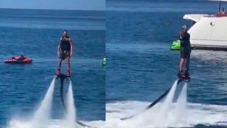 Adesso Ibrahimovic vola anche sul mare col flyboard