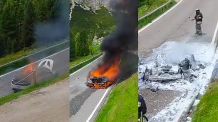 170 mila euro ridotti in cenere: la Mclaren completamente annientata sul Passo Pordoi