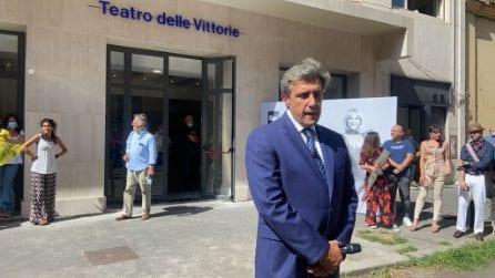 """Morte Raffaella Carrà, Flavio Insinna saluta il feretro: """"È andata via senza fare rumore"""""""