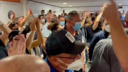I lavoratori della Whirlpool bloccano l'aeroporto di Capodichino