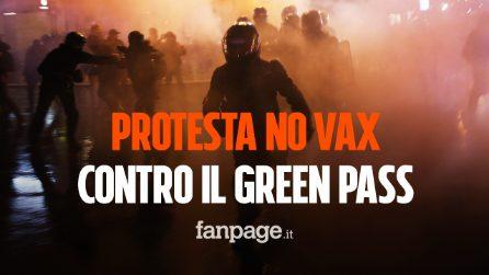 """Francia, 20mila persone in piazza contro il green pass: protestano al grido di """"Libertà"""""""