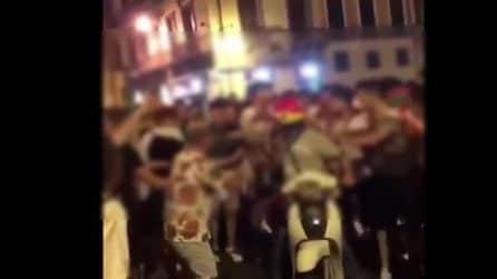 Cagliari, fattorino aggredito a calci e pugni durante la festa per l'Italia
