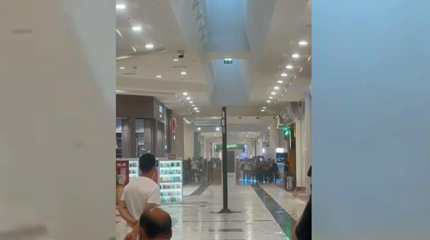 Rozzano, il maltempo sfonda il tetto del centro commerciale