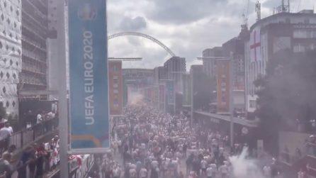 A Wembley c'è già un clima incandescente: tifosi inglesi scatenati