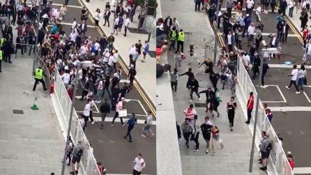 Italia-Inghilterra, tifosi sfondano le recinzioni per entrare a Wembley senza biglietto