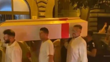 L'Italia vince la finale a Euro 2020: tifosi fanno il funerale all'Inghilterra