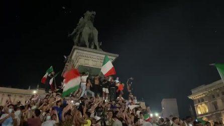 Scoppiano i festeggiamenti in piazza Duomo per la vittoria degli azzurri agli Europei di calcio
