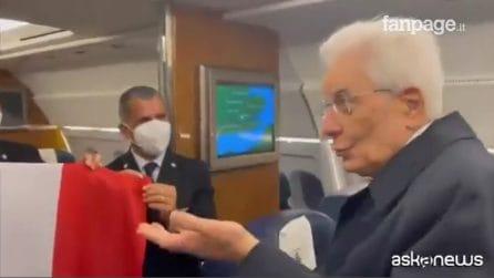 """""""Ha portato fortuna, presidente"""", la risposta di Mattarella sull'aereo"""