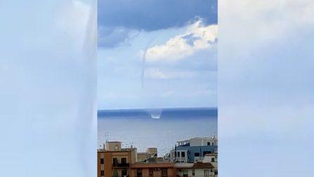 Maltempo Gallipoli, tromba marina al largo della spiaggia della Purità