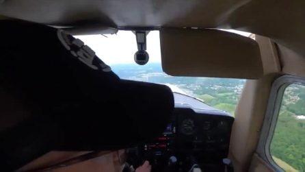 Il motore dell'aereo si ferma in vol: l'aspirante pilota si salva con un atterraggio d'emergenza