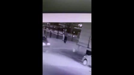 Sparatoria a Voghera, nel video delle telecamere la vittima colpisce con un pugno l'assessore
