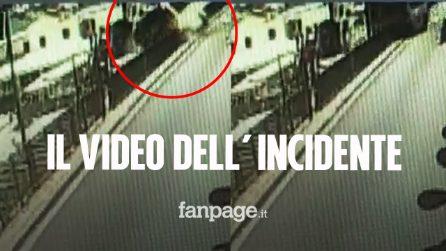 Capri, il video dell'incidente del minibus: 23 feriti, morto l'autista