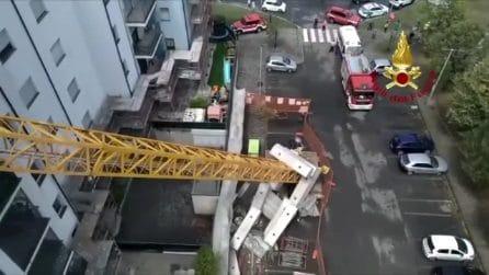 Emergenza maltempo, gru cade su un palazzo per il temporale: aperta indagine per disastro colposo