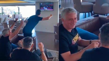 Il tifo sfegatato di Josè Mourinho mentre guarda le Olimpiadi in tv