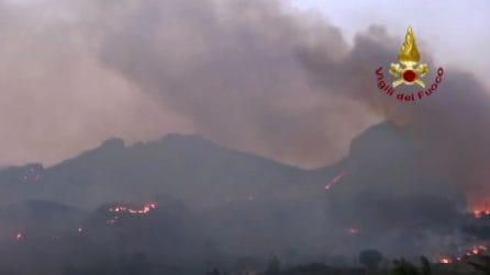 L'Italia che brucia: incendi in Sicilia, Calabria e Sardegna