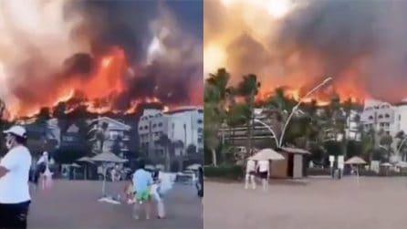 Incendi in Turchia: le fiamme invadono le spiagge
