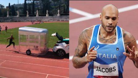 Marcell Jacobs, l'uomo più veloce d'Italia, insegue una macchina al Foro Italico