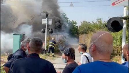 Incendi a Somma Veusuviana, fiamme su strade e linea ferroviaria Napoli-Sarno