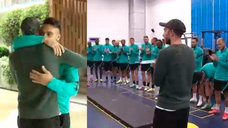 Eriksen torna dai suoi compagni a prendersi gli abbracci: grande affetto dei calciatori dell'Inter
