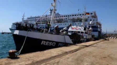 La nave della Ong italiana di ResQ People arrivata ad Augusta