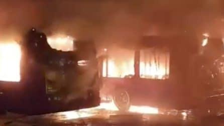 Roma, 3 bus prendono fuoco contemporaneamente
