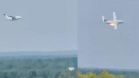 Tragedia in Russia, aereo prende fuoco e precipita al suolo