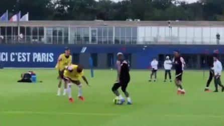 Doppio passo infinito e conclusione chirurgica: la super giocata di Neymar in allenamento
