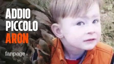 L'ultimo saluto al piccolo Aron, morto a 4 anni sotto le macerie della palazzina di Torino
