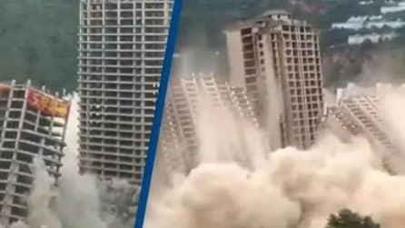 15 grattacieli esplodono contemporaneamente: immagini impressionanti