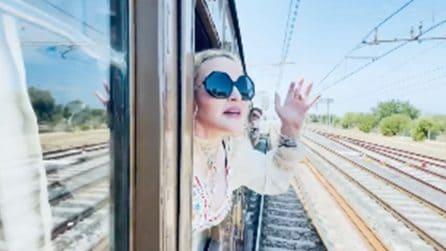 Madonna in treno saluta l'Italia con la colonna sonora di Claudio Villa
