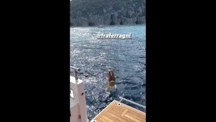 Chiara Ferragni e Fedez al largo del Golfo di Napoli sul proprio yacht