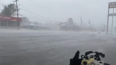 L'uragano Ida si abbatte sugli USA: i suo venti a 240km/h spazzano via tutto