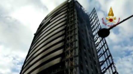 Incendio in grattacielo a Milano, si indaga sulle cause