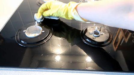 Come pulire il piano cottura con una pastiglia della lavastoviglie