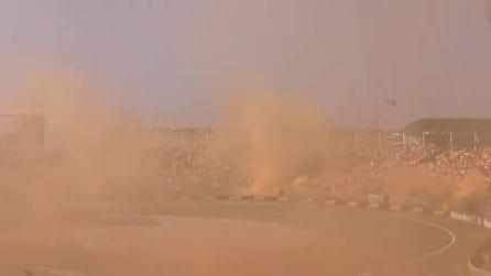 Formula 1, i tifosi di Verstappen usano centinaia di fumogeni: la visibilità è ridotta