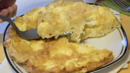 Frittata di patate: la ricetta del secondo piatto semplice ma pieno di gusto