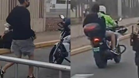 Poliziotto aiuta uno studente ad arrivare in tempo al test di ammissione all'Università