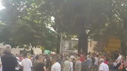 Desio, Giuseppe Conte contestato durante il tour in Lombardia