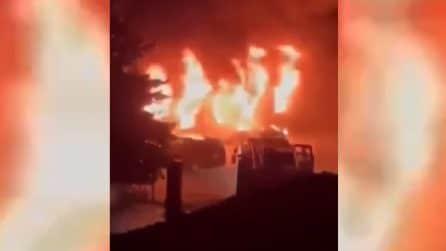 A fuoco ospedale COVID, almeno 15 morti: le immagini dell'esplosione