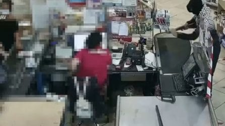 Rapina un supermercato con un fucile giocattolo, viene poi arrestato dai Carabinieri